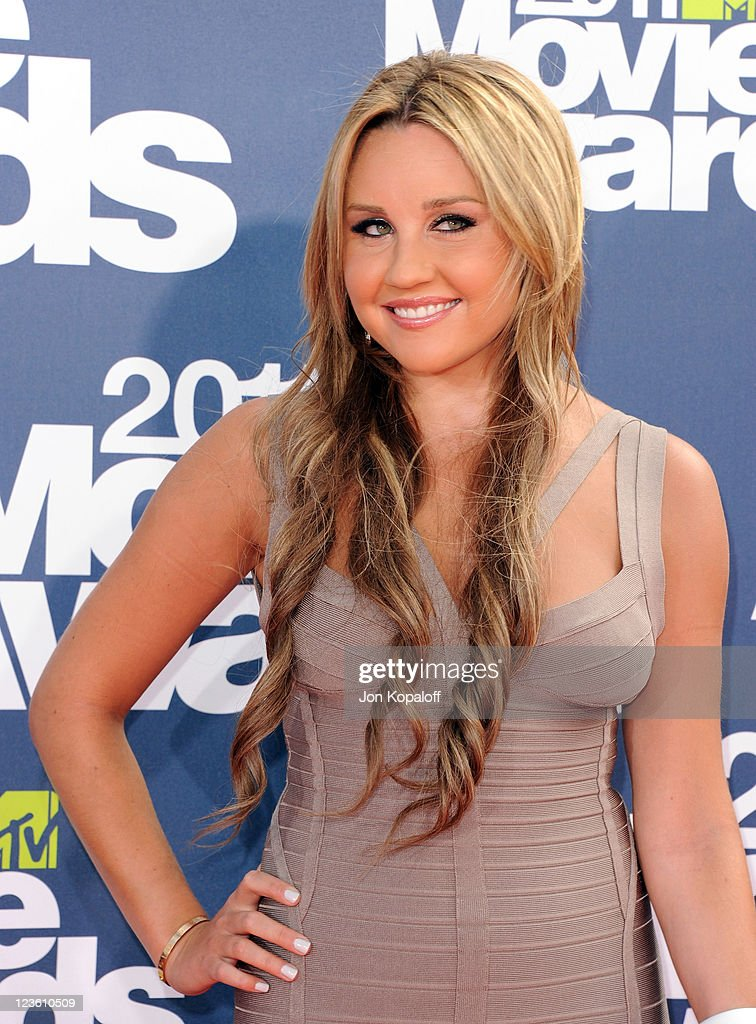 Actress Amanda Bynes arrives at the 2011 MTV Movie Awards at Gibson Amphitheatre on June 5, 2011 in Universal City, California.
