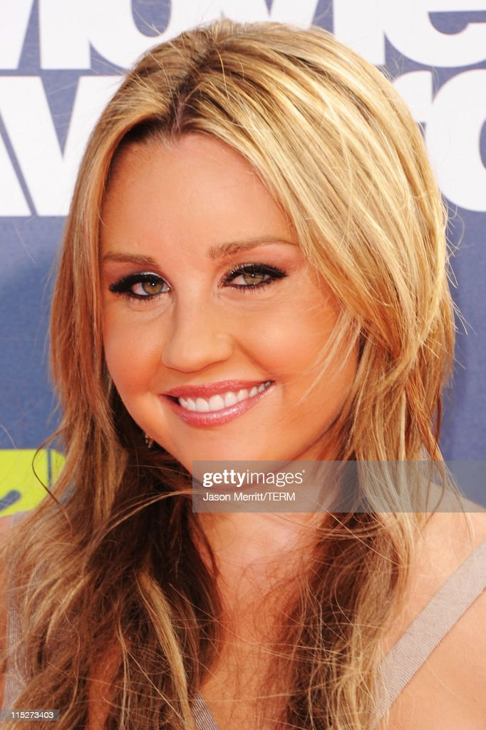 Actress Amanda Bynes arrives at the 2011 MTV Movie Awards at Universal Studios' Gibson Amphitheatre on June 5, 2011 in Universal City, California.