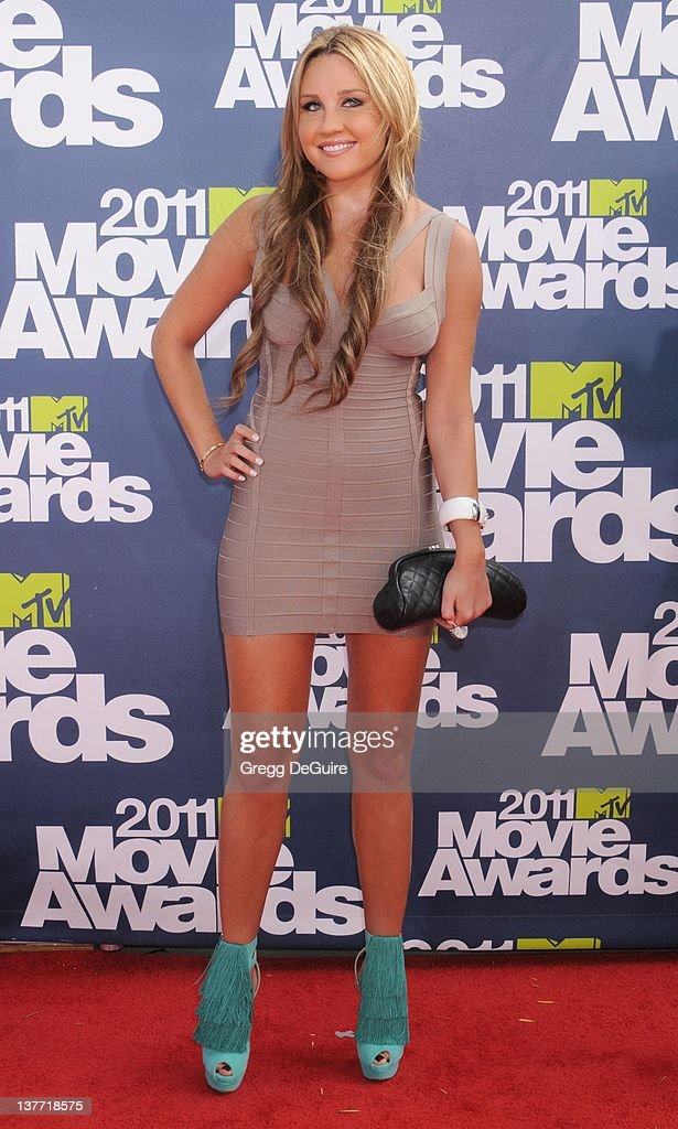 Actress Amanda Bynes arrives at the 2011 MTV Movie Awards at the Gibson Amphitheatre on June 5, 2011 in Universal City, California.