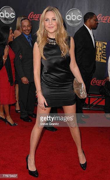 Actress Amanda Bynes arrives to the 2007 American Music Awards at the Nokia Theatre on November 18 2007 in Los Angeles California