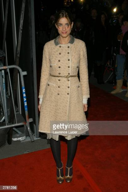 Actress Amanda Peet arrives at the world premiere of the film Something's Gotta Give at the Ziegfeld Theater December 2 2003 in New York City