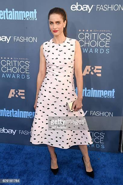Actress Amanda Peet attends The 22nd Annual Critics' Choice Awards at Barker Hangar on December 11 2016 in Santa Monica California