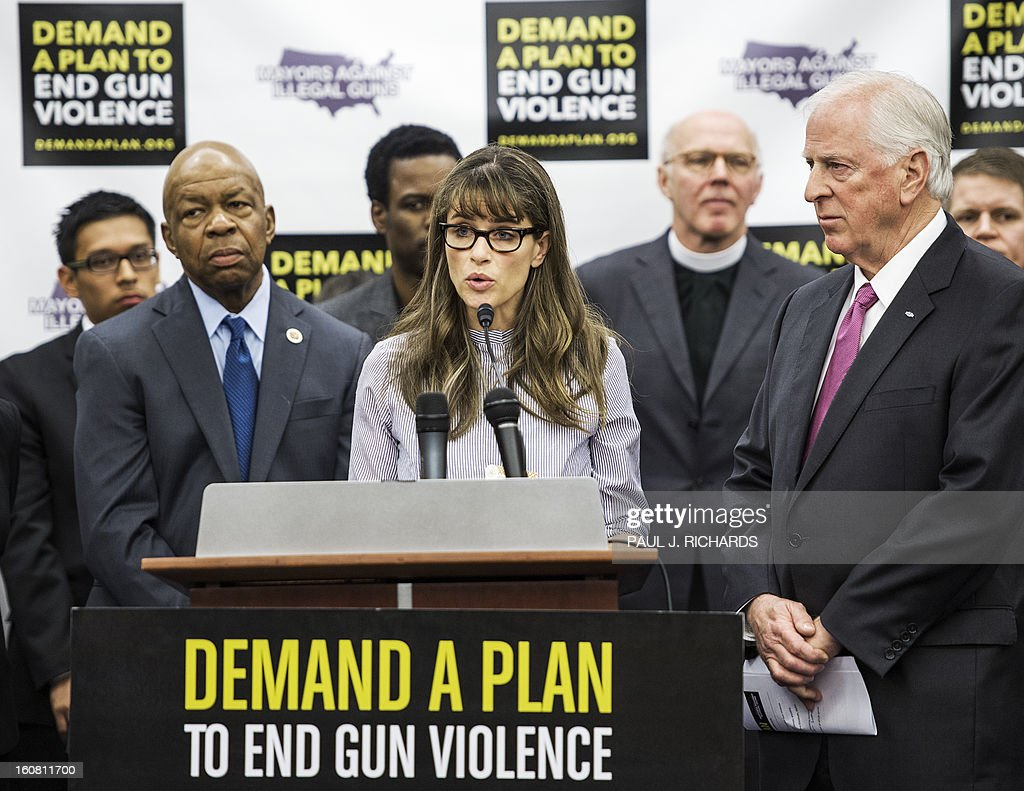 US actress Amanda Peet(C) delivers remarks as US Rep Elijah Cummings(L) and entertainer Chris Rock(rear) look on during a press conference by Mayors Against Illegal Guns February 6, 2013 on Capitol Hill in Washington, DC. The group of various mayors, victims, entertainers, and political leaders, called for common sense proposals for gun violence prevention. AFP PHOTO/Paul J. Richards