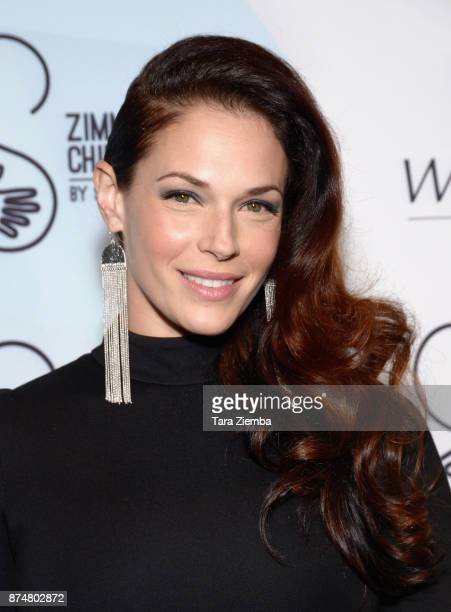 Actress Amanda Righetti attends the Zimmer Children's Museum's 17th Annual Discovery Award Dinner at Skirball Cultural Center on November 15 2017 in...