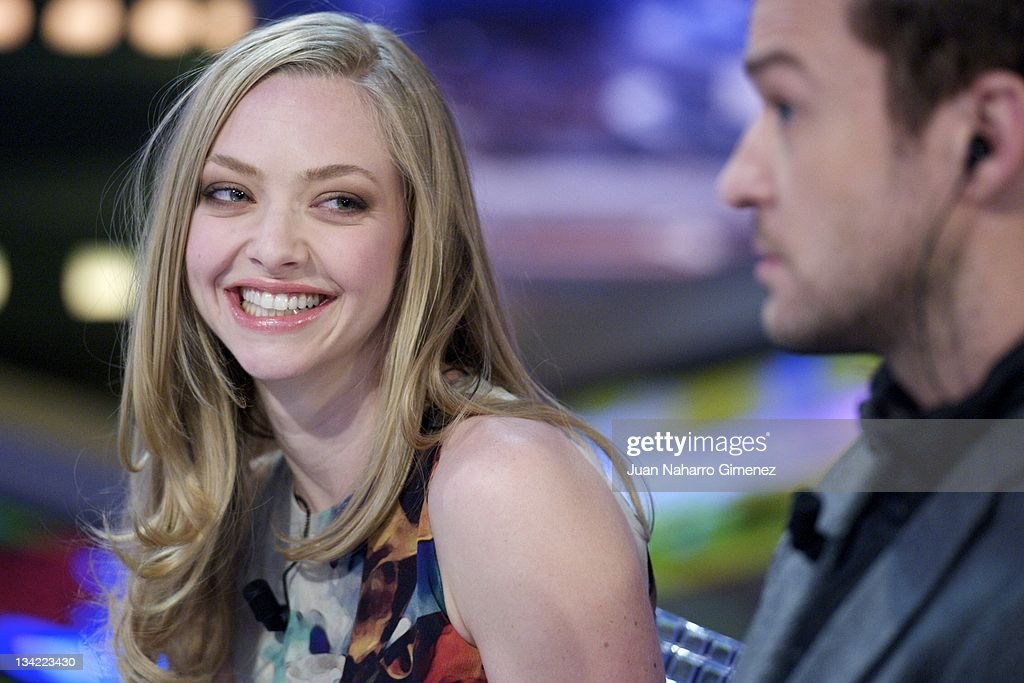 Actress <a gi-track='captionPersonalityLinkClicked' href=/galleries/search?phrase=Amanda+Seyfried&family=editorial&specificpeople=216619 ng-click='$event.stopPropagation()'>Amanda Seyfried</a> (L) and actor <a gi-track='captionPersonalityLinkClicked' href=/galleries/search?phrase=Justin+Timberlake&family=editorial&specificpeople=157482 ng-click='$event.stopPropagation()'>Justin Timberlake</a> (R) attend 'El Hormiguero' TV show at Vertice Studio on November 28, 2011 in Madrid, Spain.