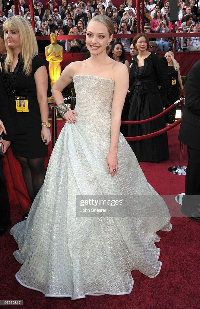 Actress <a gi-track='captionPersonalityLinkClicked' href=/galleries/search?phrase=Amanda+Seyfried&family=editorial&specificpeople=216619 ng-click='$event.stopPropagation()'>Amanda Seyfried</a> arrives at the 82nd Annual Academy Awards held at the Kodak Theatre on March 7, 2010 in Hollywood, California.