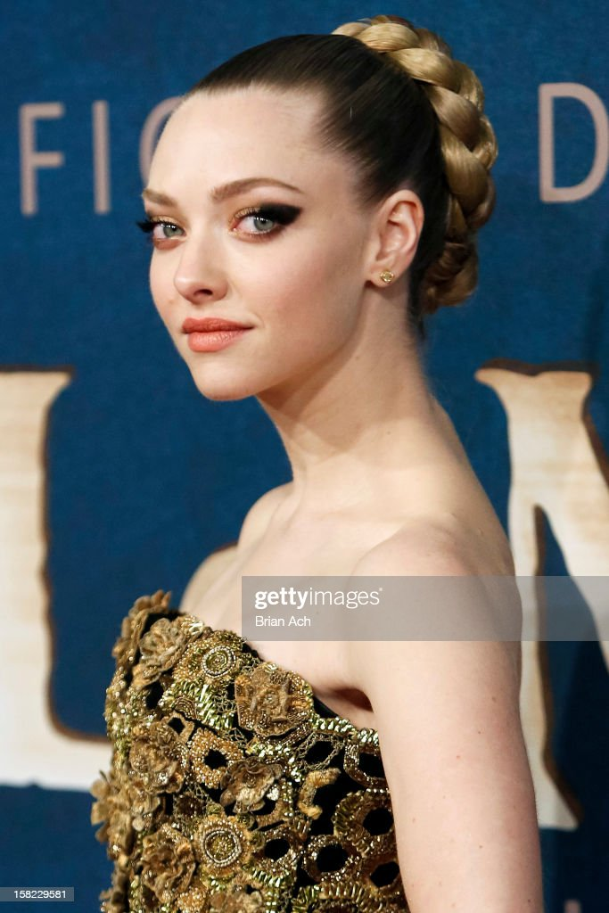 Actress <a gi-track='captionPersonalityLinkClicked' href=/galleries/search?phrase=Amanda+Seyfried&family=editorial&specificpeople=216619 ng-click='$event.stopPropagation()'>Amanda Seyfried</a> attends 'Les Miserables' New York premiere at Ziegfeld Theater on December 10, 2012 in New York City.
