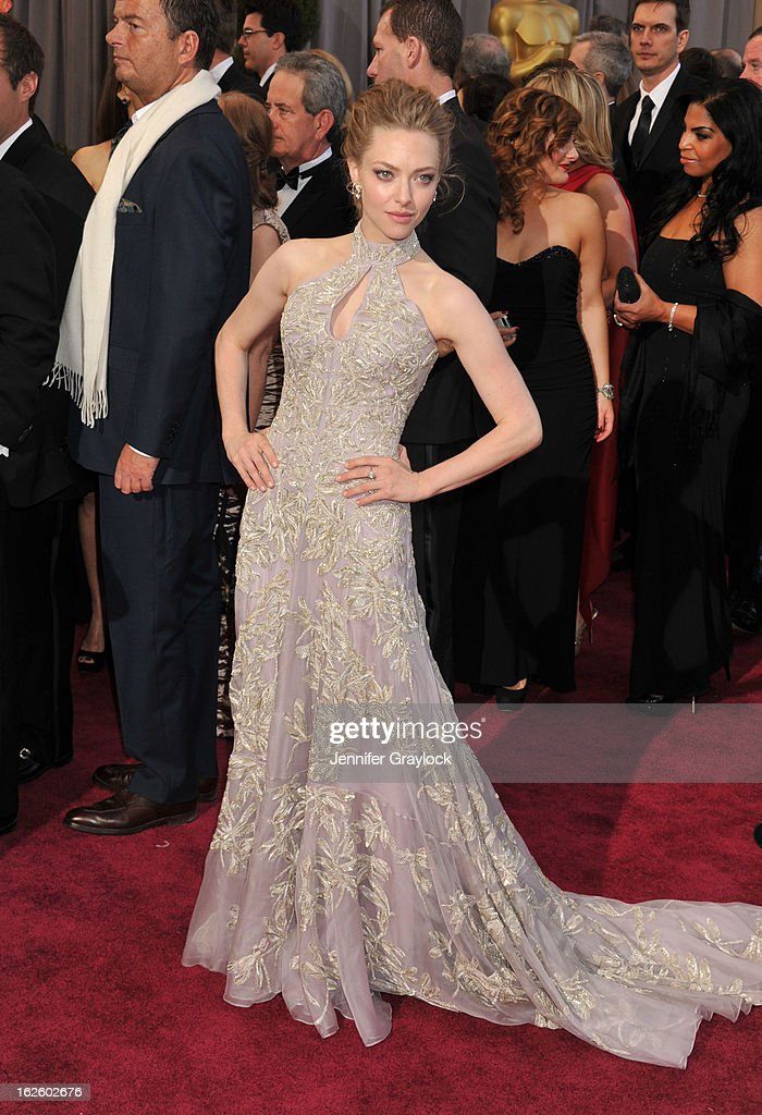 Actress <a gi-track='captionPersonalityLinkClicked' href=/galleries/search?phrase=Amanda+Seyfried&family=editorial&specificpeople=216619 ng-click='$event.stopPropagation()'>Amanda Seyfried</a> attends the 85th Annual Academy Awards held at the Hollywood & Highland Center on February 24, 2013 in Hollywood, California.
