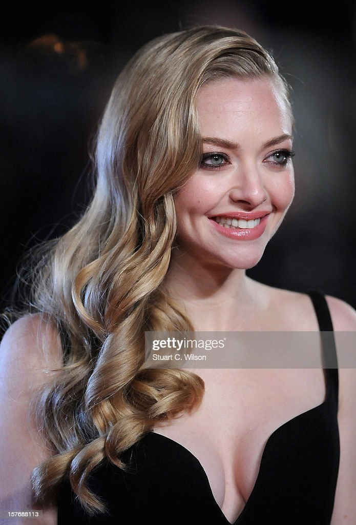 Actress Amanda Seyfried attends the 'Les Miserables' World Premiere at the Odeon Leicester Square on December 5, 2012 in London, England.