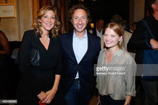 Actress Amanda Sthers TV presenter Stephane Bern and actress Melanie Thierry attend 'Un diner d'adieu' Premiere Held at Theatre Edouard VII on...