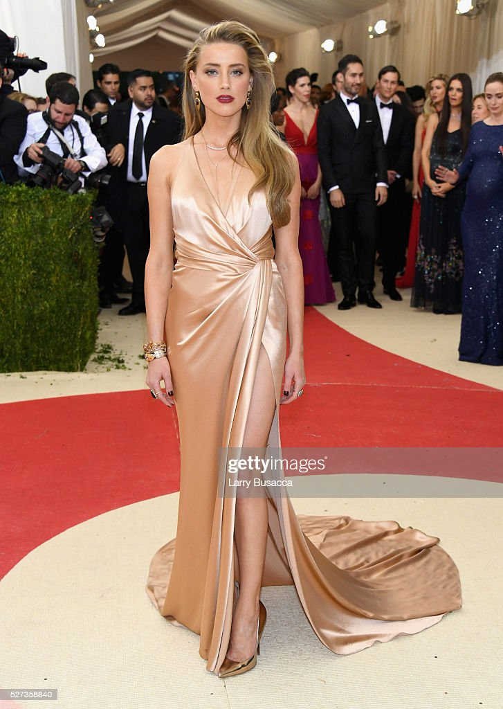 Actress Amber Heard attends the 'Manus x Machina: Fashion In An Age Of Technology' Costume Institute Gala at Metropolitan Museum of Art on May 2, 2016 in New York City.