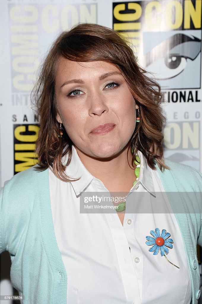Actress amber nash attends fx s archer press line during comiccon
