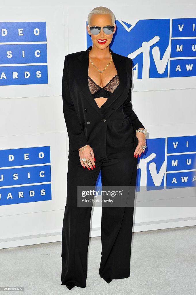 Actress Amber Rose arrives at the 2016 MTV Video Music Awards at Madison Square Garden on August 28, 2016 in New York City.