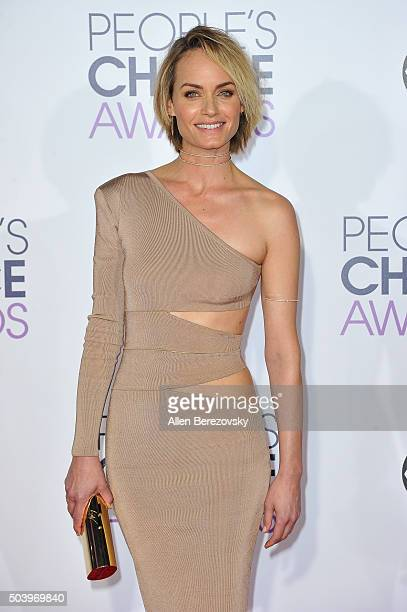 Actress Amber Valletta arrives at the People's Choice Awards 2016 at Microsoft Theater on January 6 2016 in Los Angeles California