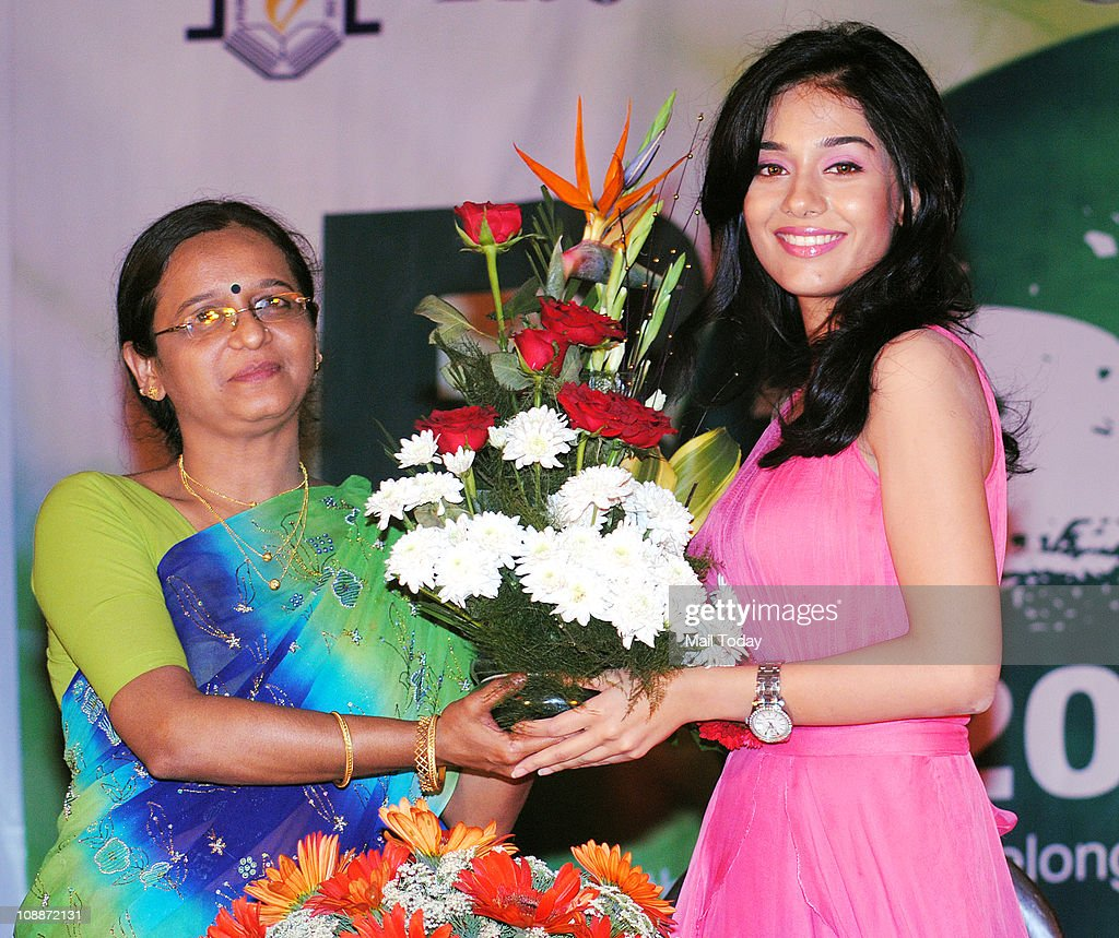 Actress <a gi-track='captionPersonalityLinkClicked' href=/galleries/search?phrase=Amrita+Rao&family=editorial&specificpeople=3080005 ng-click='$event.stopPropagation()'>Amrita Rao</a> at Rizvi College, Mumbai on February 4, 2011.
