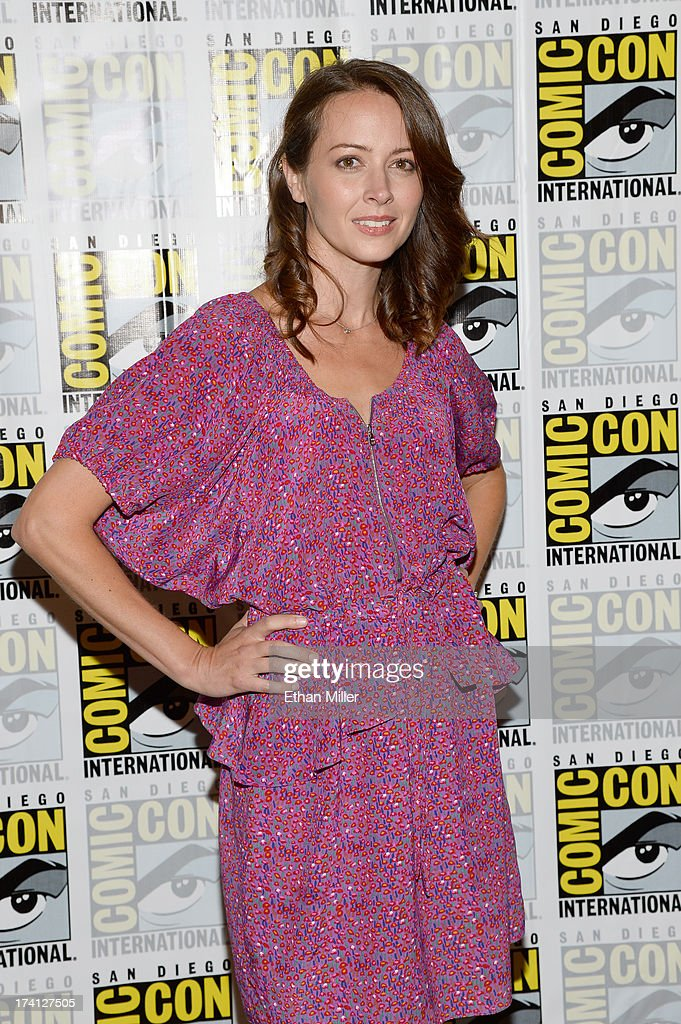 Actress <a gi-track='captionPersonalityLinkClicked' href=/galleries/search?phrase=Amy+Acker&family=editorial&specificpeople=715944 ng-click='$event.stopPropagation()'>Amy Acker</a> attends the 'Person of Interest' press line during Comic-Con International 2013 at the Hilton San Diego Bayfront Hotel on July 20, 2013 in San Diego, California.