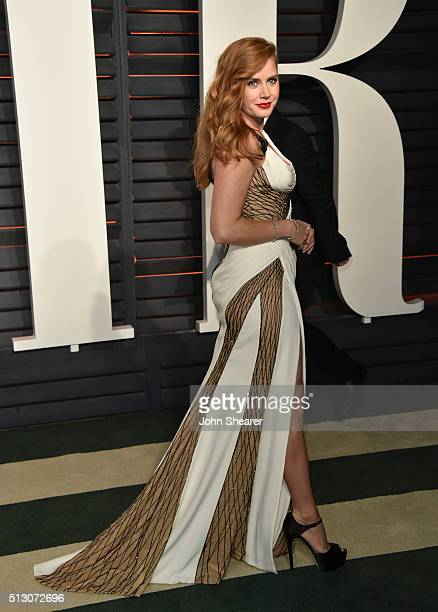 Actress Amy Adams arrives at the 2016 Vanity Fair Oscar Party Hosted By Graydon Carter at Wallis Annenberg Center for the Performing Arts on February...