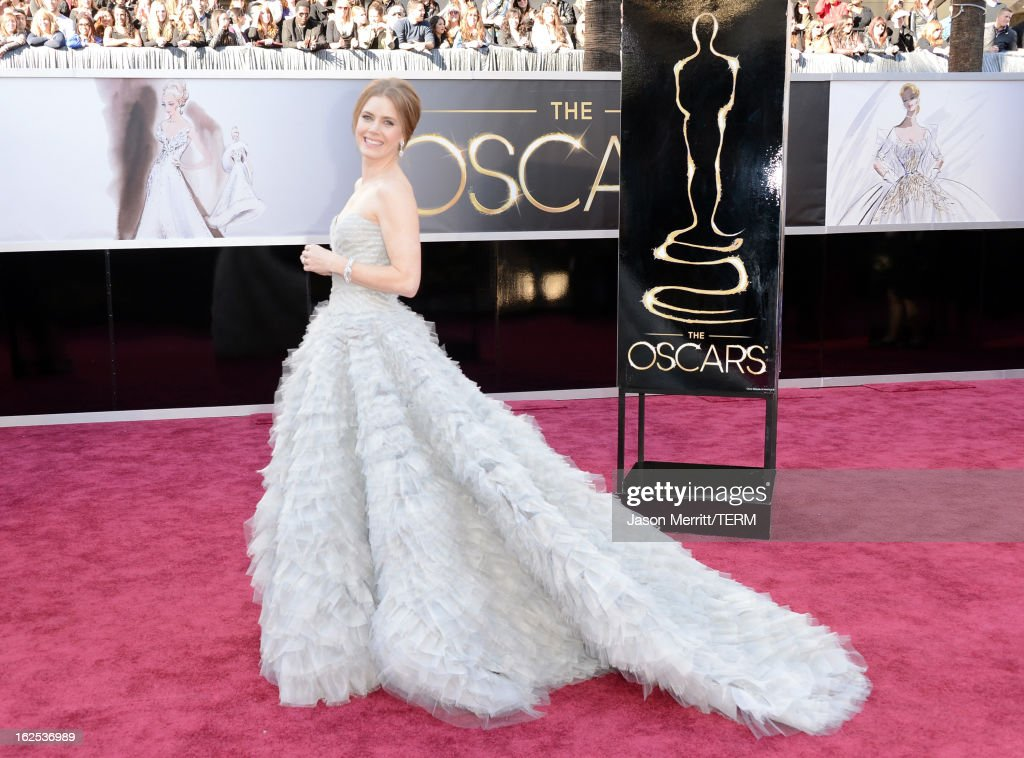 Actress <a gi-track='captionPersonalityLinkClicked' href=/galleries/search?phrase=Amy+Adams&family=editorial&specificpeople=213938 ng-click='$event.stopPropagation()'>Amy Adams</a> arrives at the Oscars at Hollywood & Highland Center on February 24, 2013 in Hollywood, California.