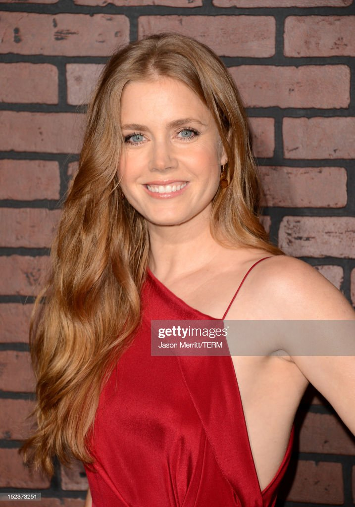 Actress <a gi-track='captionPersonalityLinkClicked' href=/galleries/search?phrase=Amy+Adams&family=editorial&specificpeople=213938 ng-click='$event.stopPropagation()'>Amy Adams</a> arrives at Warner Bros. Pictures' 'Trouble With The Curve' premiere at Regency Village Theatre on September 19, 2012 in Westwood, California.