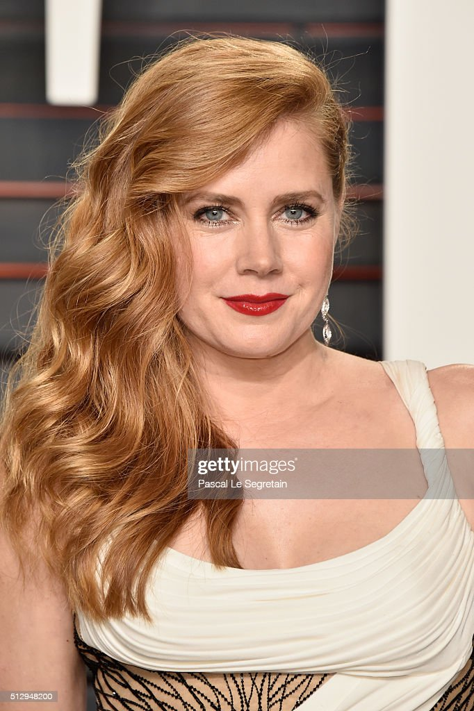 Actress Amy Adams attends the 2016 Vanity Fair Oscar Party Hosted By Graydon Carter at the Wallis Annenberg Center for the Performing Arts on...