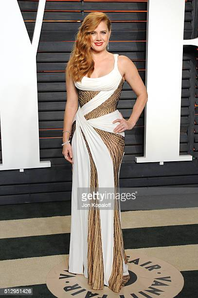 Actress Amy Adams attends the 2016 Vanity Fair Oscar Party hosted By Graydon Carter at Wallis Annenberg Center for the Performing Arts on February 28...