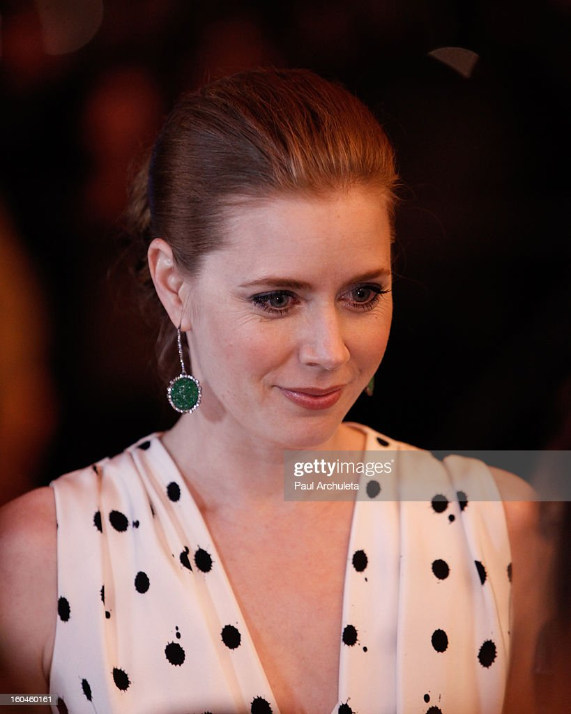 Actress <a gi-track='captionPersonalityLinkClicked' href=/galleries/search?phrase=Amy+Adams&family=editorial&specificpeople=213938 ng-click='$event.stopPropagation()'>Amy Adams</a> attends the 28th Santa Barbara Film Festival Cinema Vanguard award ceremony at the Arlington Theatre on January 31, 2013 in Santa Barbara, California.