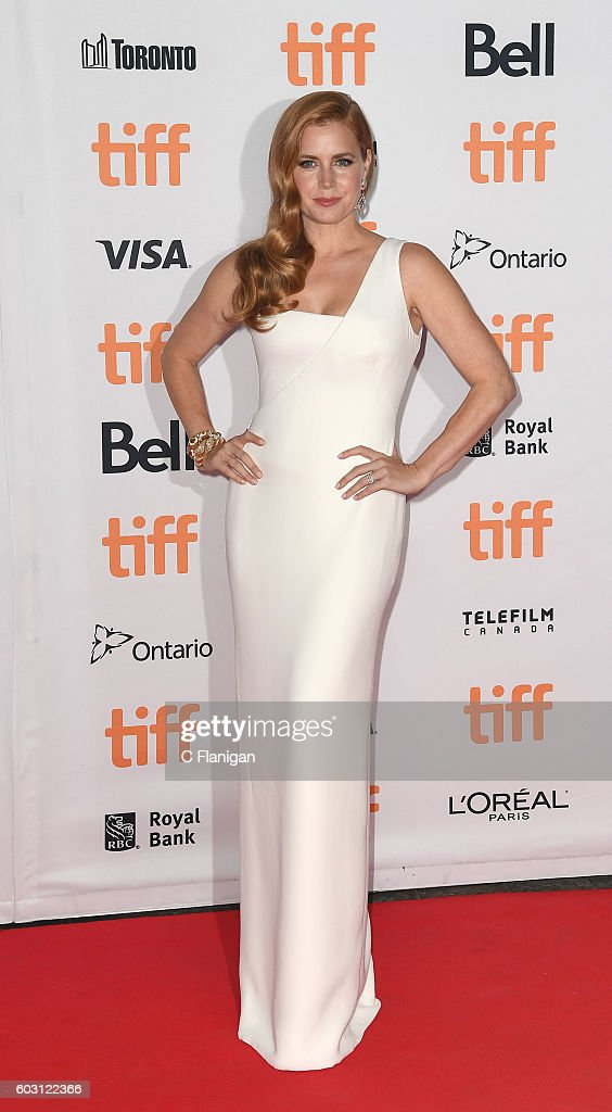 actress-amy-adams-attends-the-nocturnal-animals-premiere-during-the-picture-id603122366