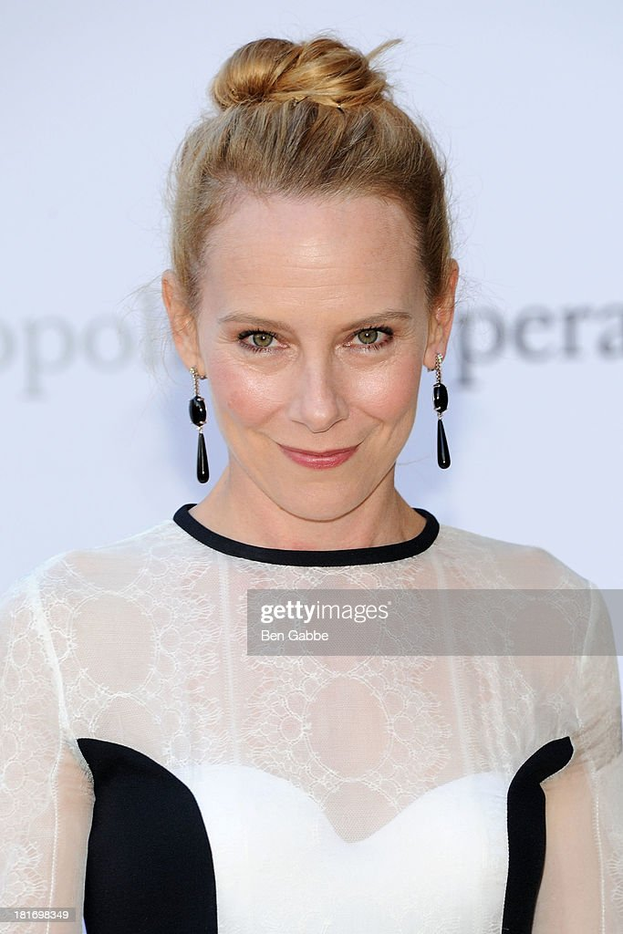 Actress Amy Ryan attends the Metropolitan Opera season opening production of 'Eugene Onegin' at The Metropolitan Opera House on September 23, 2013 in New York City.