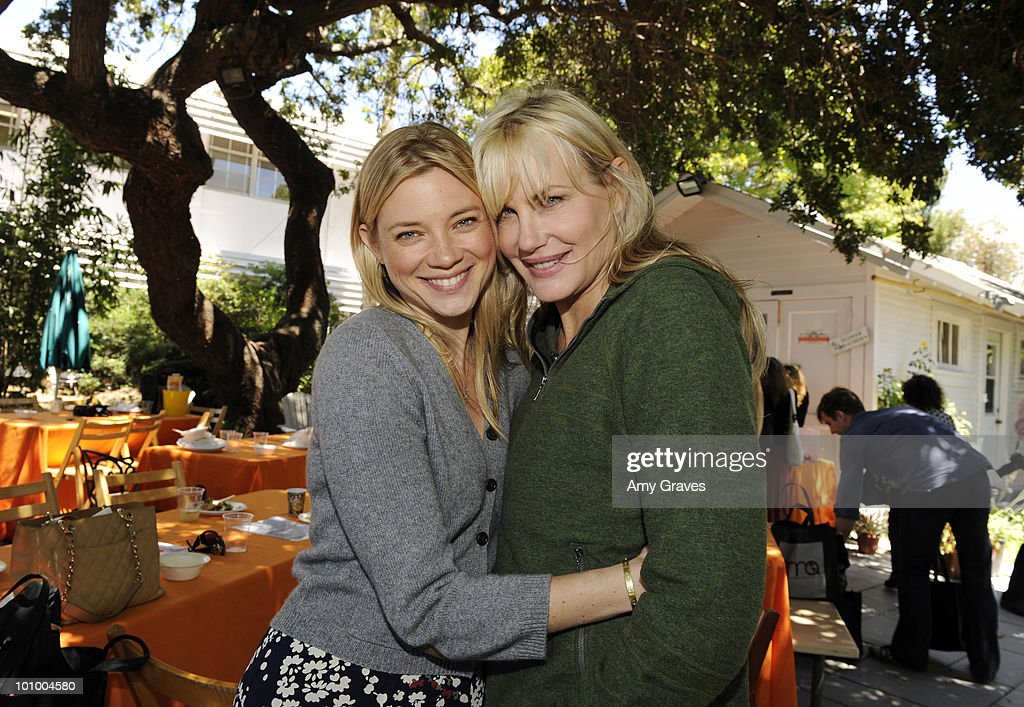 Actress Amy Smart and Daryl Hannah attend the Environmental Media Association and Yes to Carrots Garden Luncheon at The Learning Garden at Venice High School on May 26, 2010 in Venice, California.