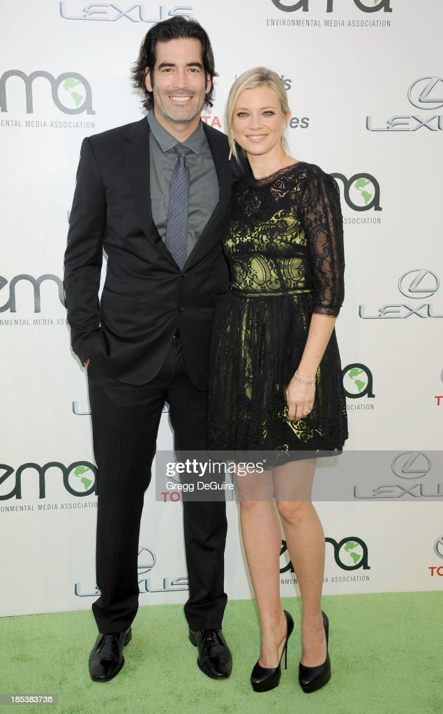 Actress <a gi-track='captionPersonalityLinkClicked' href=/galleries/search?phrase=Amy+Smart&family=editorial&specificpeople=239532 ng-click='$event.stopPropagation()'>Amy Smart</a> (R) and husband <a gi-track='captionPersonalityLinkClicked' href=/galleries/search?phrase=Carter+Oosterhouse&family=editorial&specificpeople=2244660 ng-click='$event.stopPropagation()'>Carter Oosterhouse</a> arrive at the 2013 Environmental Media Awards at Warner Bros. Studios on October 19, 2013 in Burbank, California.