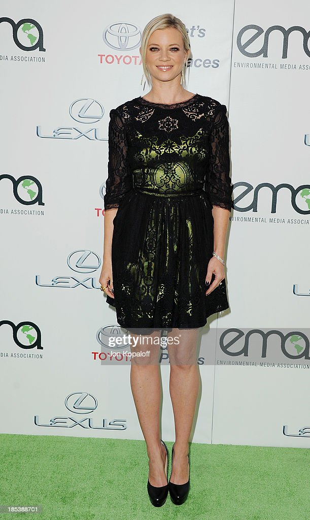 Actress <a gi-track='captionPersonalityLinkClicked' href=/galleries/search?phrase=Amy+Smart&family=editorial&specificpeople=239532 ng-click='$event.stopPropagation()'>Amy Smart</a> arrives at the 2013 Environmental Media Awards at Warner Bros. Studios on October 19, 2013 in Burbank, California.