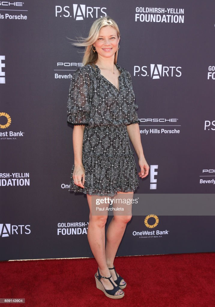 Actress Amy Smart attends P.S. ARTS' Express Yourself 2017 event at Barker Hangar on October 8, 2017 in Santa Monica, California.