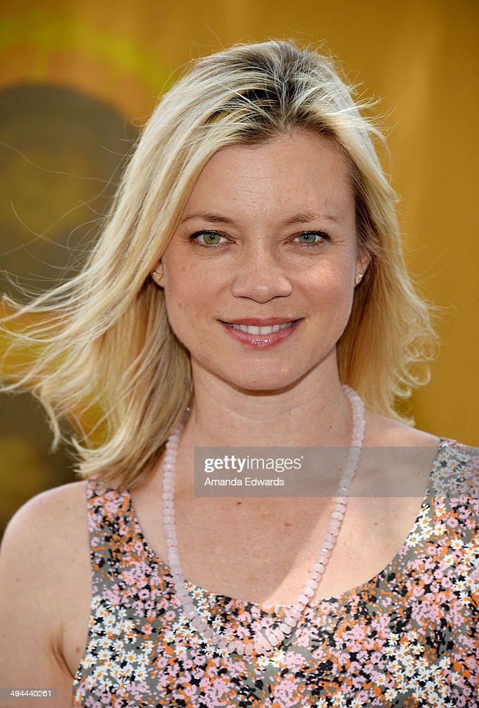 Actress <a gi-track='captionPersonalityLinkClicked' href=/galleries/search?phrase=Amy+Smart&family=editorial&specificpeople=239532 ng-click='$event.stopPropagation()'>Amy Smart</a> attends The Environmental Media Association's 5th Annual LA School Garden Program Luncheon at Westminster Avenue Elementary School on May 29, 2014 in Venice, California.