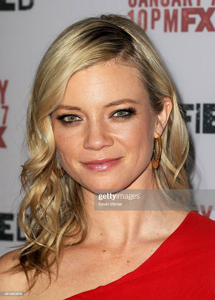 Actress <a gi-track='captionPersonalityLinkClicked' href=/galleries/search?phrase=Amy+Smart&family=editorial&specificpeople=239532 ng-click='$event.stopPropagation()'>Amy Smart</a> attends the season 5 premiere screening of FX's 'Justified' at the DGA Theater on January 6, 2014 in Los Angeles, California.