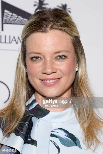 Actress Amy Smart attends the Zimmer Children's Museum's 17th Annual Discovery Award Dinner at Skirball Cultural Center on November 15 2017 in Los...