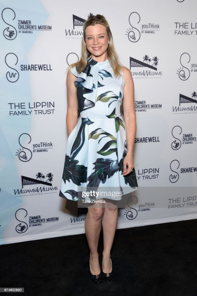 Actress Amy Smart attends the Zimmer Children's Museum's 17th Annual Discovery Award Dinner at Skirball Cultural Center on November 15, 2017 in Los Angeles, California.