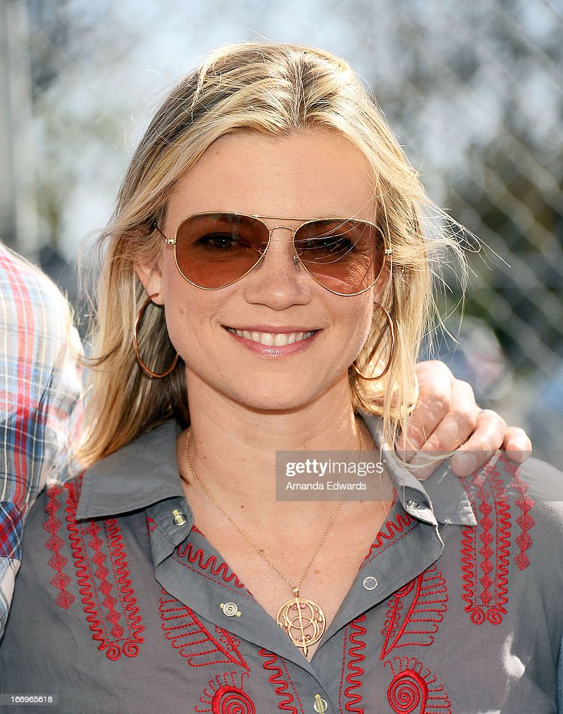 Actress Amy Smart celebrates Earth Day with the Environmental Media Association at Cochran Middle School on April 18, 2013 in Los Angeles, California.