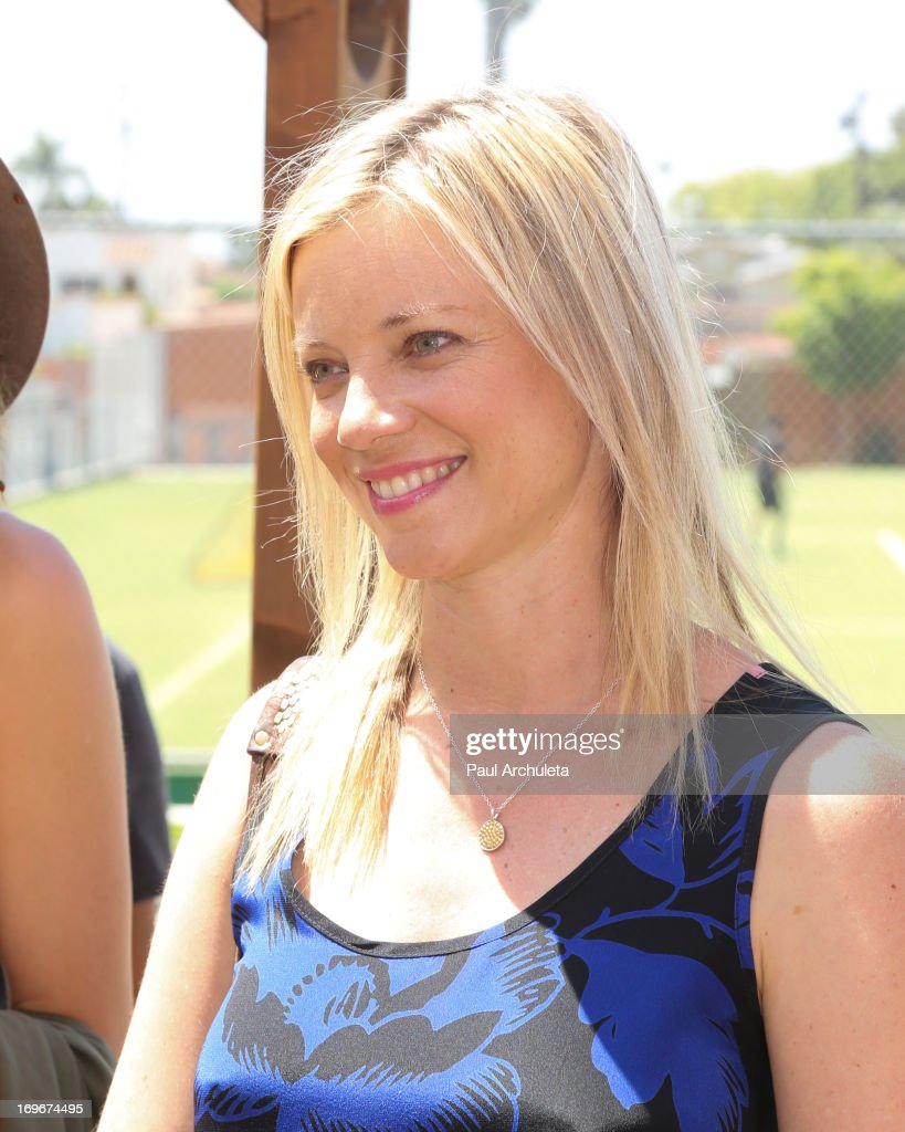 Actress <a gi-track='captionPersonalityLinkClicked' href=/galleries/search?phrase=Amy+Smart&family=editorial&specificpeople=239532 ng-click='$event.stopPropagation()'>Amy Smart</a> visits Helen Bernstein High School for the Environmental Media Association at Helen Bernstein High School on May 30, 2013 in Hollywood, California.