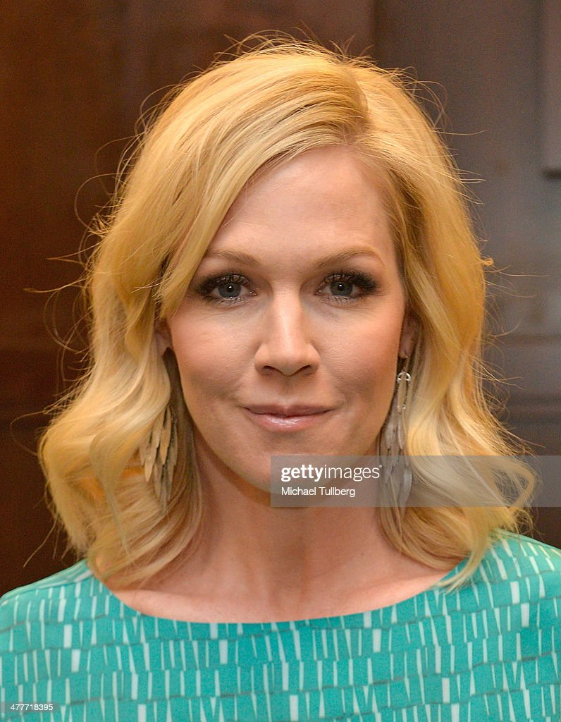 Actress and author <a gi-track='captionPersonalityLinkClicked' href=/galleries/search?phrase=Jennie+Garth&family=editorial&specificpeople=210841 ng-click='$event.stopPropagation()'>Jennie Garth</a> attends a signing event for her new book 'Deep Thoughts From A Hollywood Blonde' at Barnes & Noble bookstore at The Grove on March 10, 2014 in Los Angeles, California.