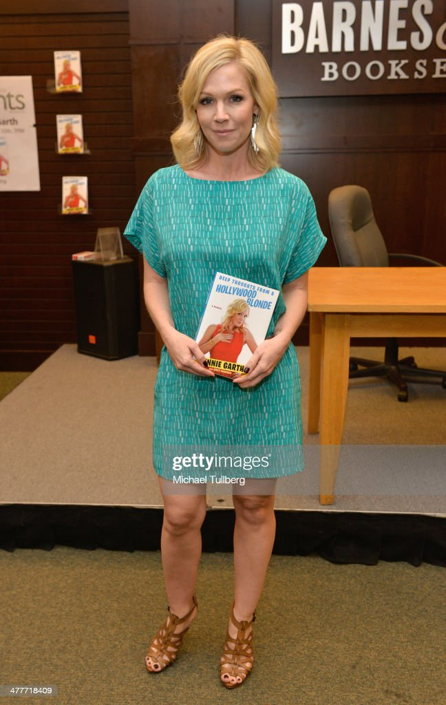 Actress and author Jennie Garth attends a signing event for her new book 'Deep Thoughts From A Hollywood Blonde' at Barnes Noble bookstore at The...