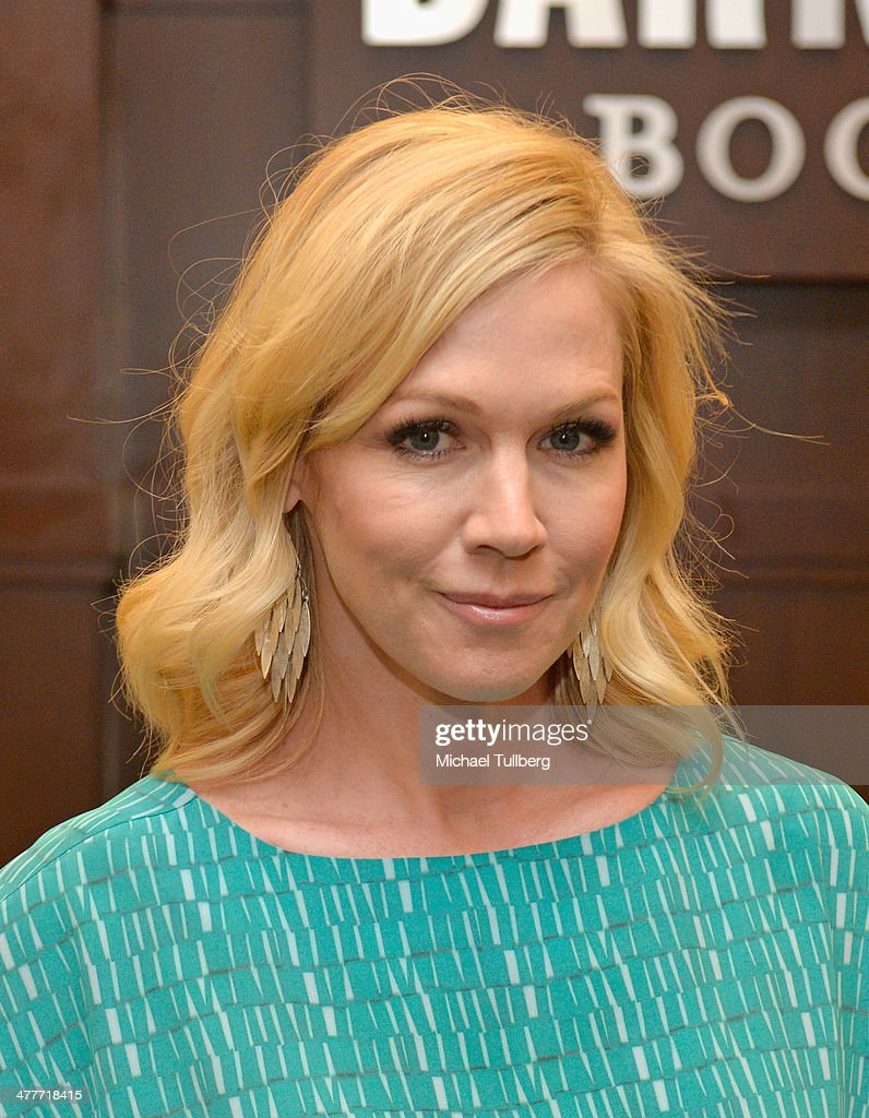 Actress and author Jennie Garth attends a signing event for her new book 'Deep Thoughts From A Hollywood Blonde' at Barnes & Noble bookstore at The Grove on March 10, 2014 in Los Angeles, California.