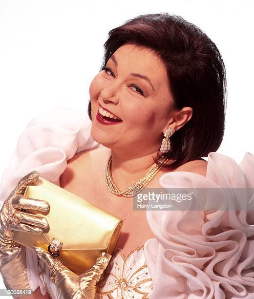 Actress and comedienne Roseanne Barr poses for a portrait in 1993 in Los Angeles California