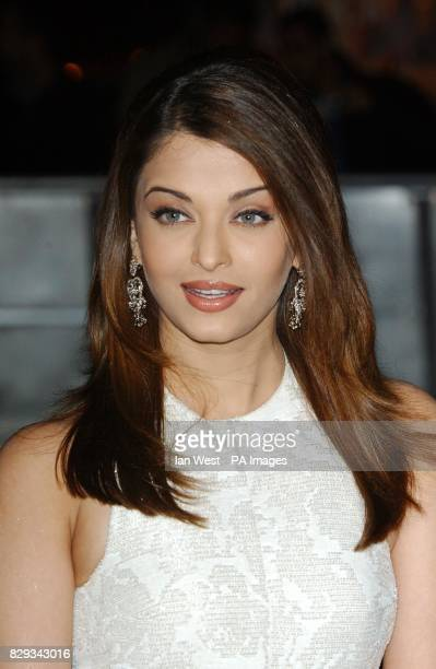 Actress and former Miss World Aishwarya Rai arrives for the 2004 Sangeet Awards the first ever celebration of Bollywood film music at the Royal...