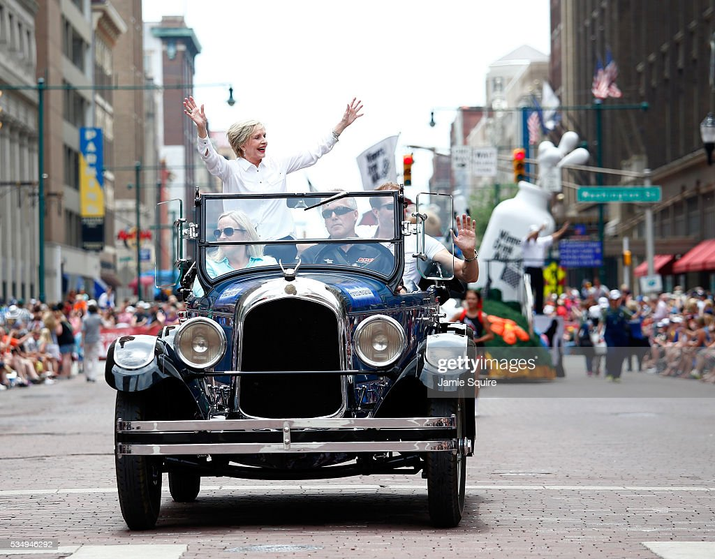 Actress and Grand Marshall <a gi-track='captionPersonalityLinkClicked' href=/galleries/search?phrase=Florence+Henderson&family=editorial&specificpeople=171392 ng-click='$event.stopPropagation()'>Florence Henderson</a> waves from a car during a parade ahead of the 100th running of the Indianapolis 500 at on May 28, 2016 in Indianapolis, Indiana.
