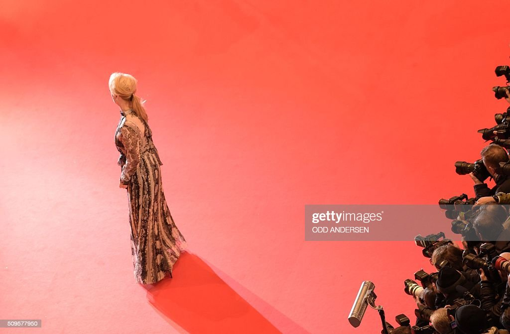 US actress and jury president Meryl Streep poses for photographers as he arrives on the red carpet for the film 'Hail, Caesar!' screening as opening film of the 66th Berlinale Film Festival in Berlin on February 11, 2016. Eighteen pictures will vie for the Golden Bear top prize at the event which runs from February 11 to 21, 2016. / AFP / ODD ANDERSEN