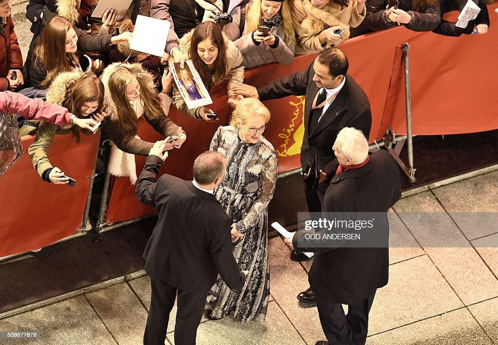 US actress and jury president Meryl Streep signs autographs as he arrives on the red carpet for the film 'Hail, Caesar!' screening as opening film of the 66th Berlinale Film Festival in Berlin on February 11, 2016. Eighteen pictures will vie for the Golden Bear top prize at the event which runs from February 11 to 21, 2016. / AFP / ODD ANDERSEN