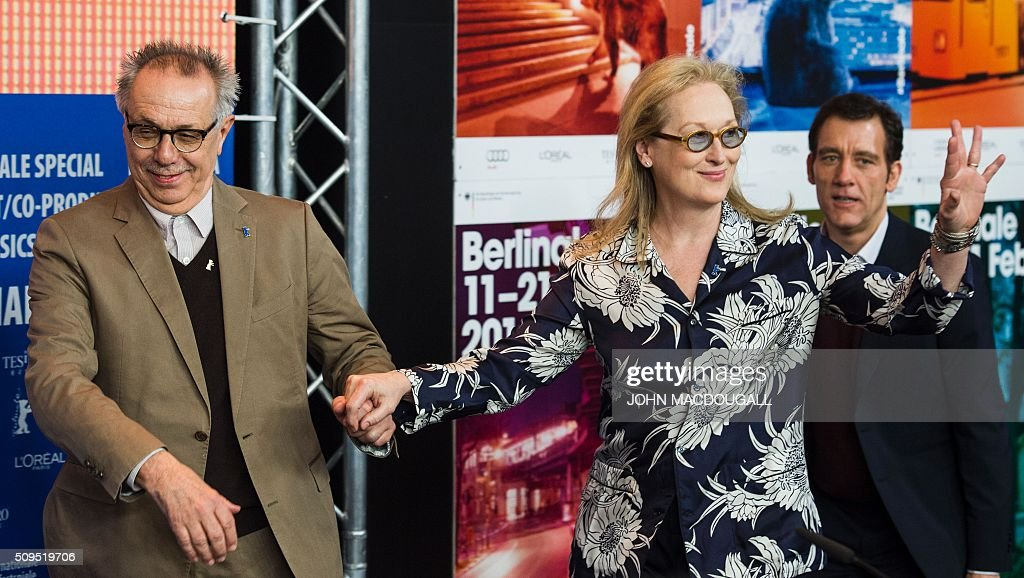 US actress and jury president of the Berlinale Film Festival Meryl Streep (C) and festival director Dieter Kosslick (L) arrive for a press conference followed by British actor and jury member Clive Owen in Berlin on February 11, 2016. The 66th Berlin film festival starts February 11 with a spotlight on Europe's refugee crisis. / AFP / John MACDOUGALL