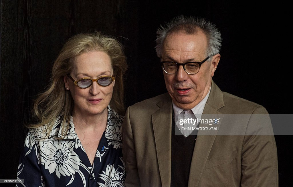US actress and jury president of the Berlinale Film festival Meryl Streep and festival director Dieter Kosslick arrive for a press conference in Berlin on February 11, 2016. The 66th Berlin film festival starts on February 11, 2016 with a spotlight on Europe's refugee crisis. / AFP / John MACDOUGALL