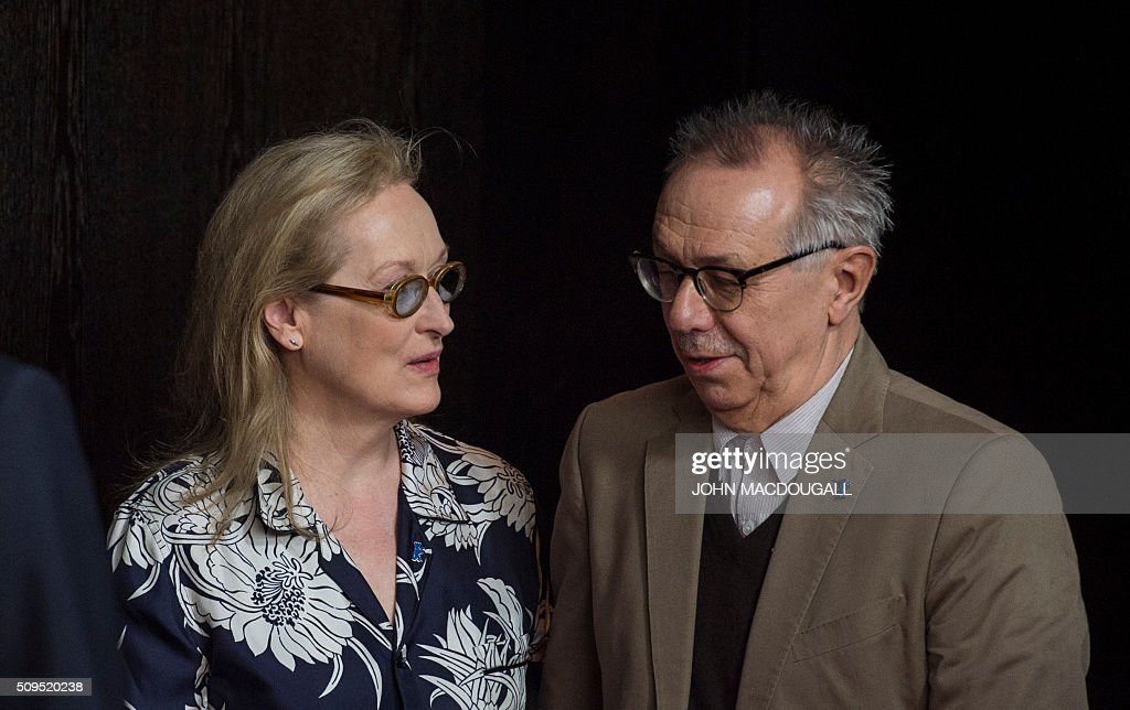US actress and jury president of the Berlinale Film festival Meryl Streep (L) and festival director Dieter Kosslick arrive for a press conference in Berlin on February 11, 2016. The 66th Berlin film festival starts on February 11, 2016 with a spotlight on Europe's refugee crisis. / AFP / John MACDOUGALL