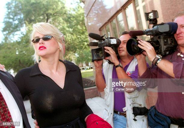 Actress and model Anna Nicole Smith arrives at the Harris County Courthouse for the opening day of the probate trial of the estate of her late...